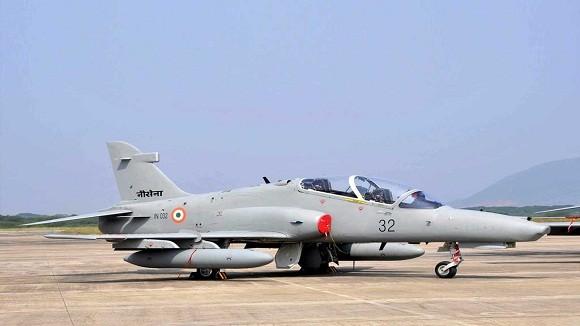 Ấn Độ biên chế máy bay huấn luyện chiến đấu nội địa đầu tiên ảnh 1