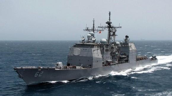 Mỹ: UAV mất điều khiển, lao vào tàu tuần dương ảnh 1