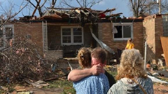 Lốc xoáy ở Mỹ làm 40 người thương vong, phá hủy 70 ngôi nhà ảnh 1
