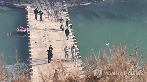 """Humvee của Mỹ """"tắm sông"""" Hàn Quốc, 2 lính Mỹ thiệt mạng ảnh 1"""