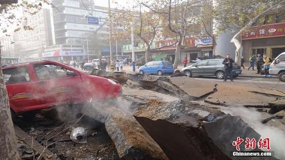 Hình ảnh vụ nổ như bị ném bom rải thảm ở Thanh Đảo - Trung Quốc ảnh 1