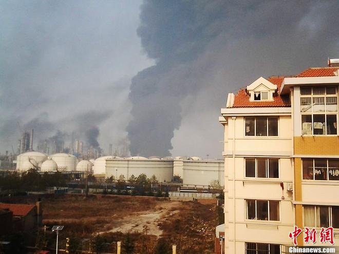 Nổ đường ống dẫn dầu Trung Quốc, 47 người chết, hàng trăm người bị thương ảnh 6