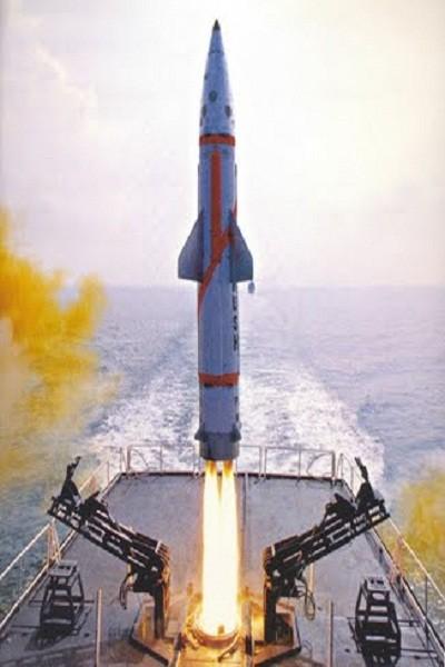 """Ấn Độ gây chấn động với tên lửa đạn đạo """"khủng"""" trên tàu mặt nước ảnh 1"""