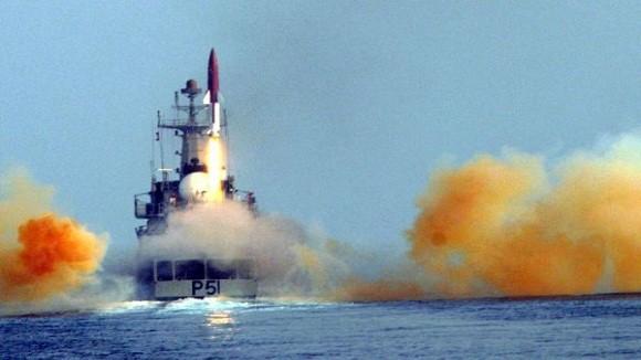 """Ấn Độ gây chấn động với tên lửa đạn đạo """"khủng"""" trên tàu mặt nước ảnh 2"""