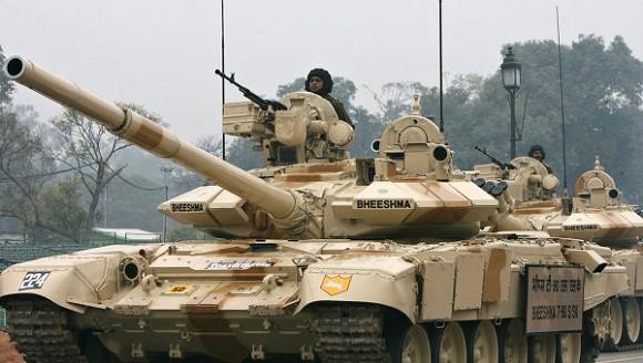 """Afghanistan """"xin"""" Ấn Độ hàng trăm pháo và xe tăng trị giá trên 2 tỷ USD ảnh 1"""