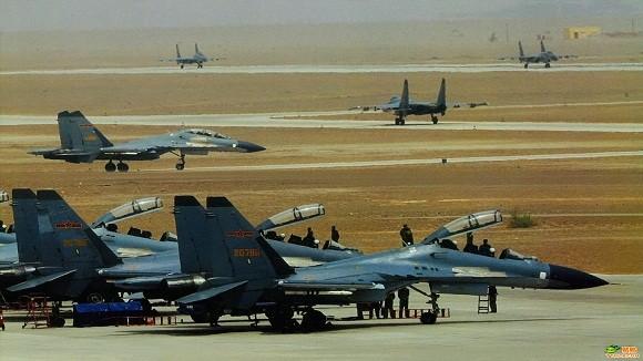 """2 tiêm kích Trung Quốc """"hộ tống"""" 12 máy bay Mỹ, Nhật ảnh 1"""