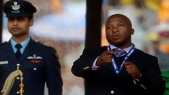 Lễ tang ông Mandela bị phá hoại bởi phiên dịch… tâm thần phân liệt ảnh 1