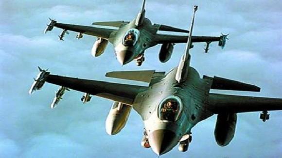2 chiếc F-16 Thổ Nhĩ Kỳ truy đuổi 1 chiếc Su-24 của Syria ảnh 1