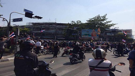 Đoàn biểu tình của ông Suthep bị đánh bom, 28 người bị thương ảnh 1