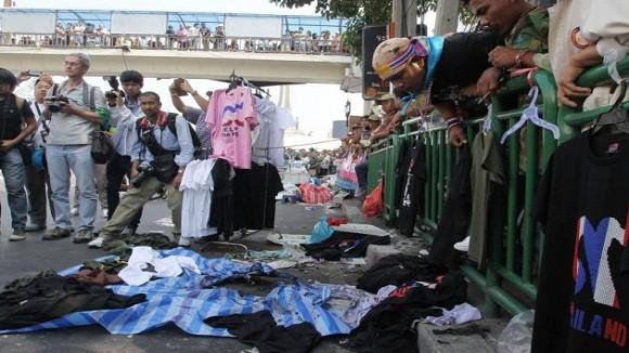 Người biểu tình Thái Lan náo loạn vì 3 vụ xả súng, ném bom liên tiếp ảnh 1