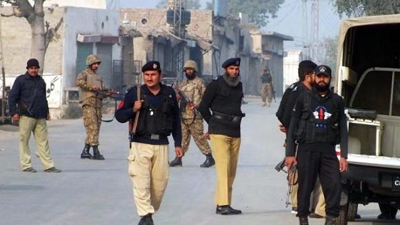 Đánh bom kinh hoàng đoàn xe quân sự Pakistan làm 20 lính thiệt mạng ảnh 1