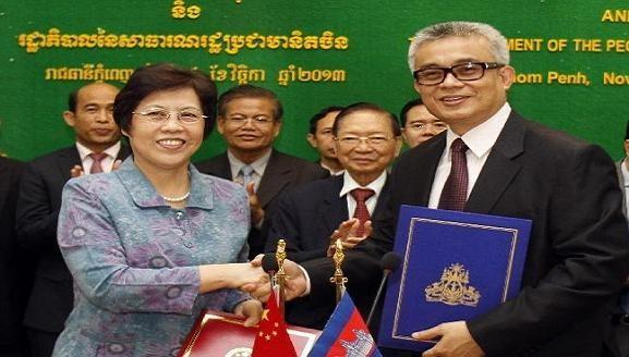 Trung Quốc tài trợ quân đội Campuchia 600 máy vô tuyến điện ảnh 1