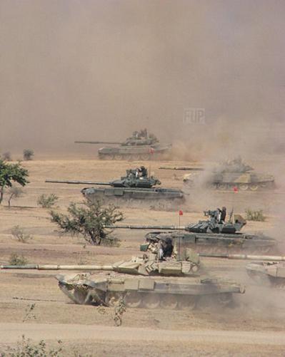 """Nga mang tăng """"phổ thông"""" T-72 đấu với các siêu tăng Top 10 thế giới? ảnh 11"""
