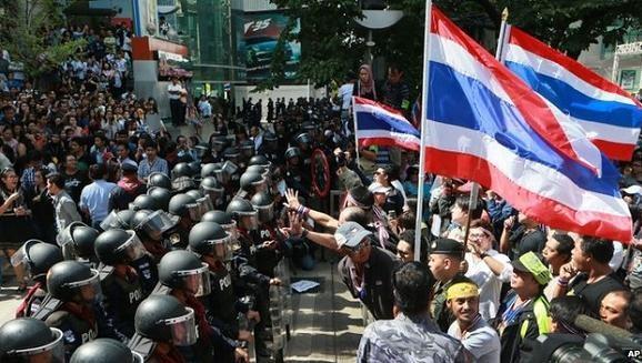 Thái Lan: Thủ lĩnh biểu tình bị bắn chết, Chính phủ quyết không hoãn bầu cử ảnh 1