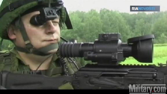 Binh lính Nga được bảo vệ bằng siêu mũ chống lựu đạn ảnh 1