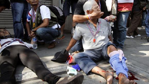 Bangkok: Súng phóng lựu nổ giữa đám đông, 2 người biểu tình bị thương nặng ảnh 1