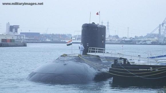 Tàu ngầm Kilo Ấn Độ lại cháy, 2 người mất tích, 7 người bị thương ảnh 2