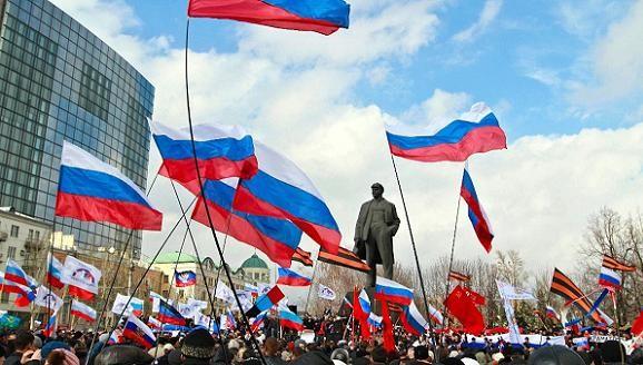 Quân Nga sẽ tràn qua biên giới vào Ukraine, nếu Kiev đàn áp người biểu tình? ảnh 1