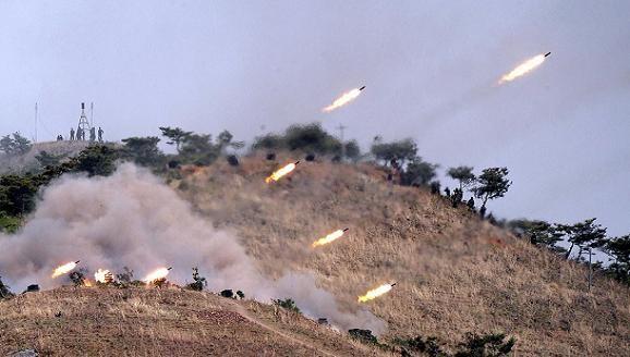 Triều Tiên diễn tập thực binh hỏa lực sát đường hải giới phía Tây ảnh 1
