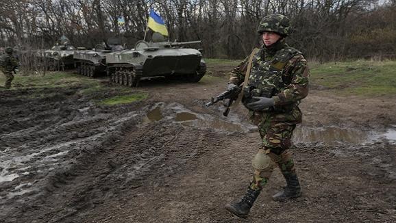Kiev tiếp tục chiến dịch đặc biệt, triển khai 15.000 quân giáp biên giới Nga ảnh 1