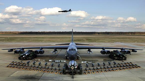 Mỹ triển khai 3 máy bay ném bom hạng nặng B-52 tới châu Âu làm gì? ảnh 1