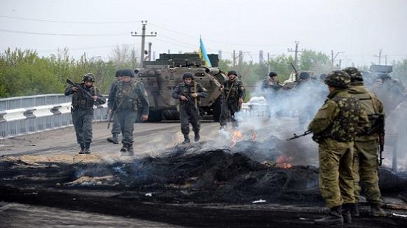 Liên minh cầm quyền kêu gọi Tổng thống Ukraine áp đặt thiết quân luật ở miền Đông ảnh 1