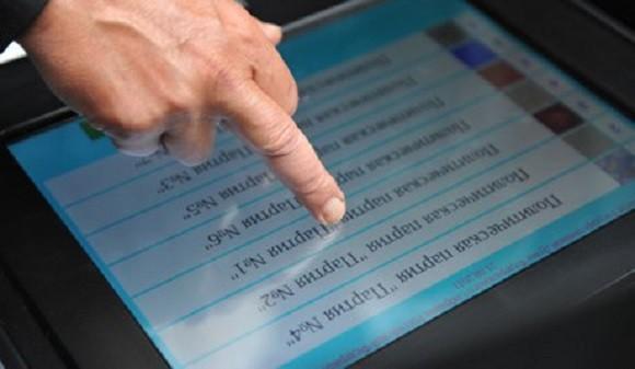 Nga chế tạo thành công máy tính bảng quân sự có thể chạy dưới nước ảnh 1