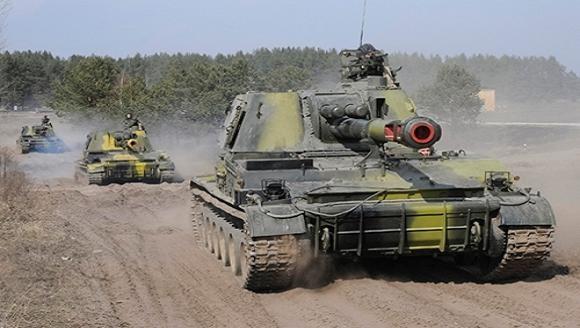 Quân đội Ukraine bị một tiểu đoàn xe tăng Nga đánh bật khỏi sân bay Lugansk ảnh 1