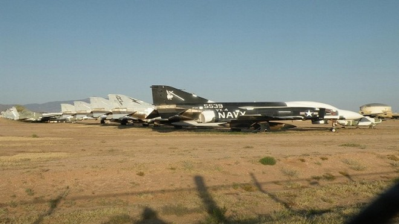 Tiêm kích F-16 Mỹ bị gió quăng, đập bẹp 1 chiếc F-16 khác ảnh 9
