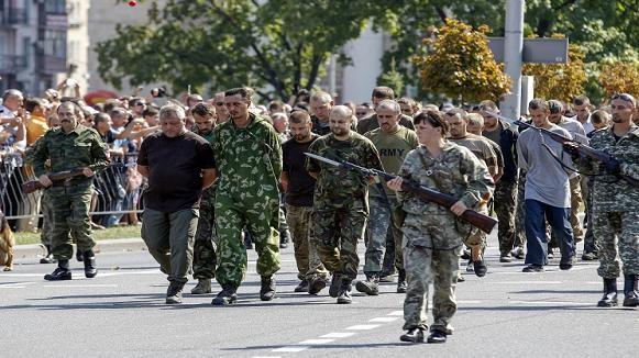 Donetsk trao trả hàng trăm tù binh Ukraine bất chấp lệnh ngừng bắn bị thách thức ảnh 1