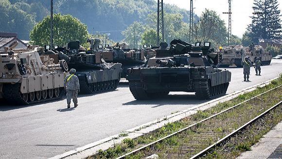 Mỹ triển khai xe tăng và xe bọc thép tới Latvia ảnh 1
