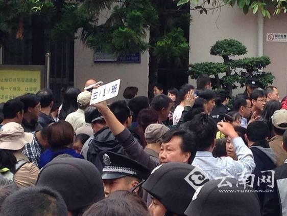 Trung Quốc: Dẫm đạp ở trường tiểu học, 37 học sinh thương vong ảnh 3