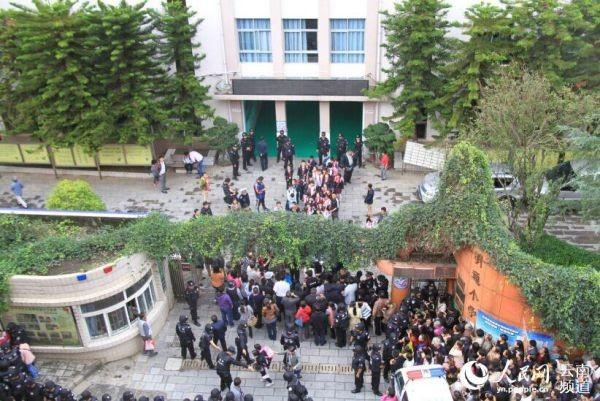 Trung Quốc: Dẫm đạp ở trường tiểu học, 37 học sinh thương vong ảnh 6