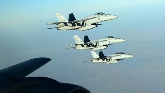 """Mỹ-NATO ném bom IS, Syria """"tranh thủ"""" giải phóng 2 thành phố chiến lược ảnh 1"""