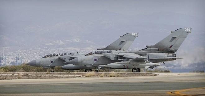"""Mỹ-NATO ném bom IS, Syria """"tranh thủ"""" giải phóng 2 thành phố chiến lược ảnh 2"""