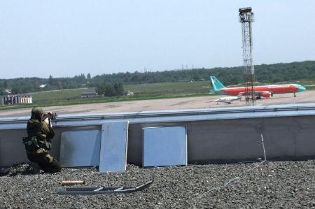 """Quân ly khai mở """"hành lang nhân đạo"""", sân bay Donetsk sắp thất thủ? ảnh 2"""
