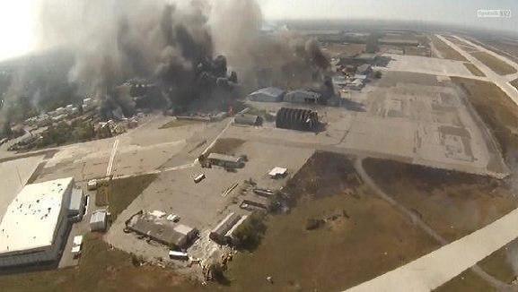 San bay Donetsk đang ngập chìm trong khói đạn