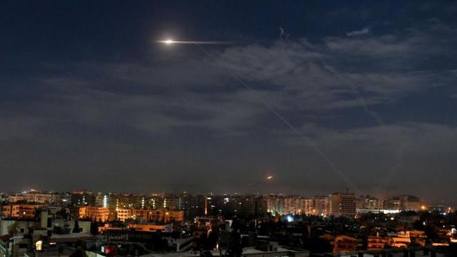 Israel bất ngờ tấn công tên lửa dồn dập vào Syria ảnh 1