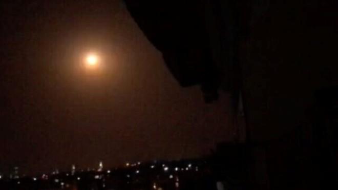 Syria: Israel tiếp tục ném bom căn cứ chiến lược của SAA ở Đông Homs ảnh 1