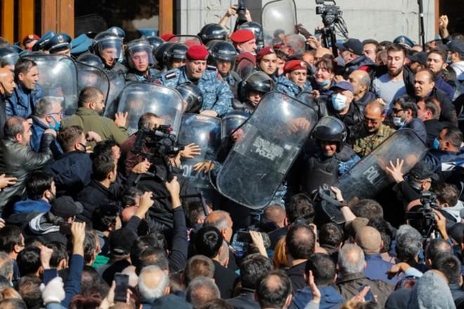 Thủ tướng Armenia phát biểu gì sau khi phe đối lập yêu cầu ông từ chức ảnh 4
