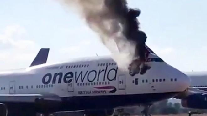 Máy bay Boeing 747 đã nghỉ hưu của Anh bất ngờ bốc cháy ảnh 1