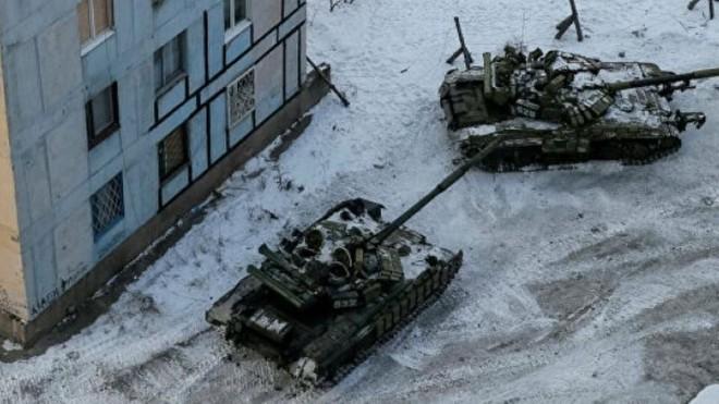Ukraine chuyển thêm nhiều thiết bị quân sự đến Donbass ảnh 1