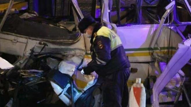Nga: Xe tải hạng nặng đâm vào đoàn xe quân sự, gần 50 binh sĩ thương vong ảnh 1