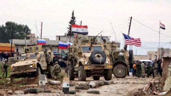 Động thái hiếm hoi: Mỹ, Nga đồng ý mở lại ngã tư quan trọng ở Đông Syria ảnh 1