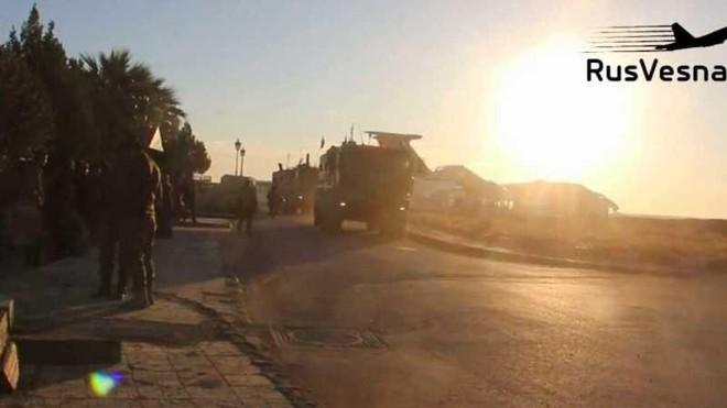 Quân tiếp viện và thiết bị hạng nặng của Nga đến căn cứ chiến lược ở Đông Bắc Syria ảnh 1
