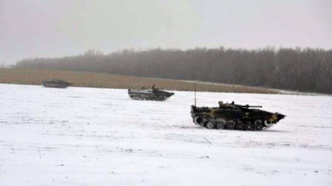 Tổng thống Ukraine kiểm tra tình trạng chiến đấu, sẵn sàng tham chiến ở Donbass? ảnh 1