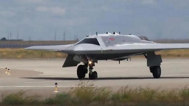 Nga chế tạo thêm 3 siêu UAV Okhotnik cho những thử nghiệm cuối ảnh 1