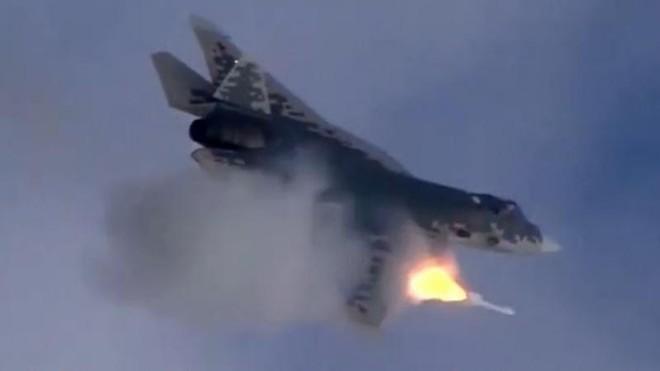 Tiêm kích Su-57 Nga vượt qua cuộc thử nghiệm đầu tiên với tên lửa siêu thanh ảnh 1