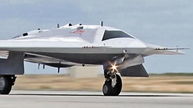 Vì sao UAV Okhotnik của Nga không được trang bị tên lửa siêu thanh? ảnh 1
