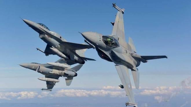 """Ukraine bình luận về việc """"cho phép máy bay NATO bay qua Crimea"""" ảnh 1"""